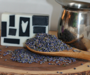 Charcoal Lavender Glycerin Melt and Pour Soap DIY Recipe